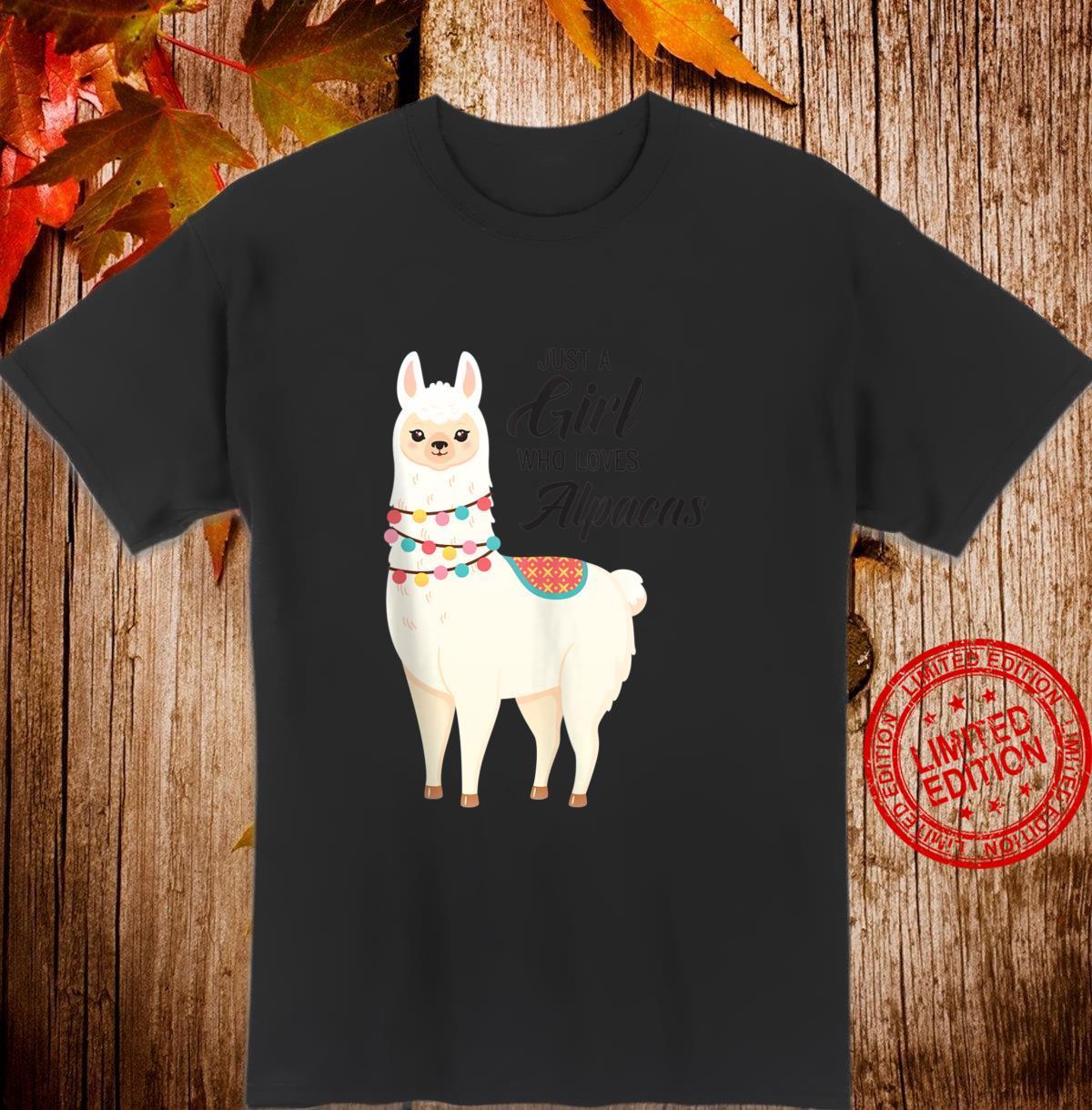 Just A Girl Who Loves Alpacas Slogan Illustration Shirt